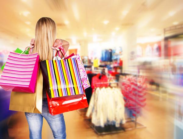 a0d50aac1d ... Colovrs (donde puedes personalizar tu ropa) o Hollister (la tienda con  estilo americano). Con ellas podrás elegir entre un sinfín de vestidos